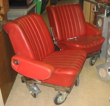 Sessel, Autositz, Leder, rot, auf Rollen