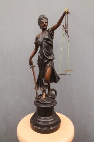 Justitia, Bronzefigur