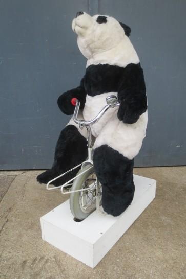 Pandafigur auf Fahrrad