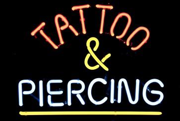 Neonleuchte Tattoo & Piercing
