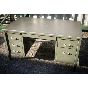 Schreibtisch US Metall, Fullsize, gerade Beine, seitlich